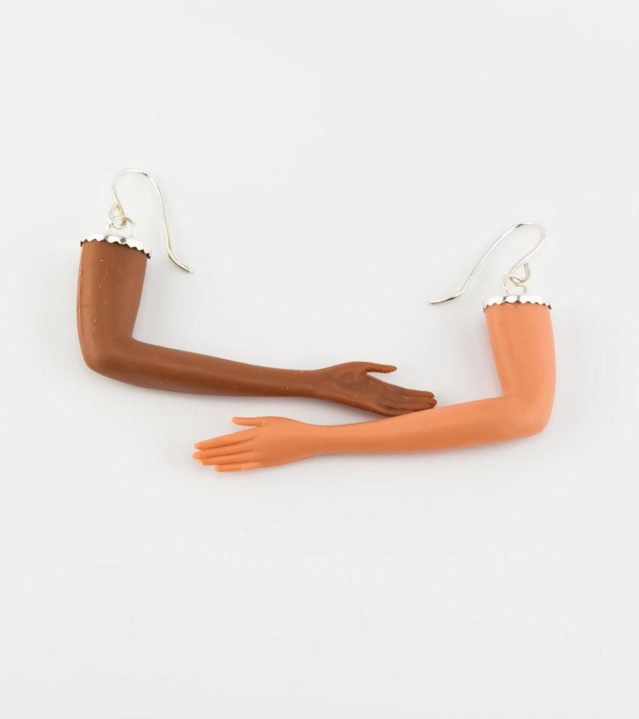 Gebogen armen - oorbellen | Sieraad - Belinda Brama