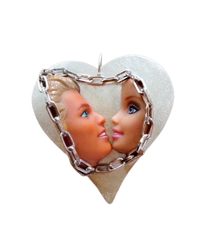 Ken en barbie op hartvorm hanger | Sieraad - Belinda Brama