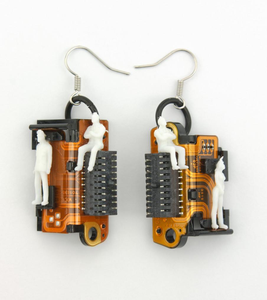 Computer Items - White People - oorbellen | Sieraad - Belinda Brama