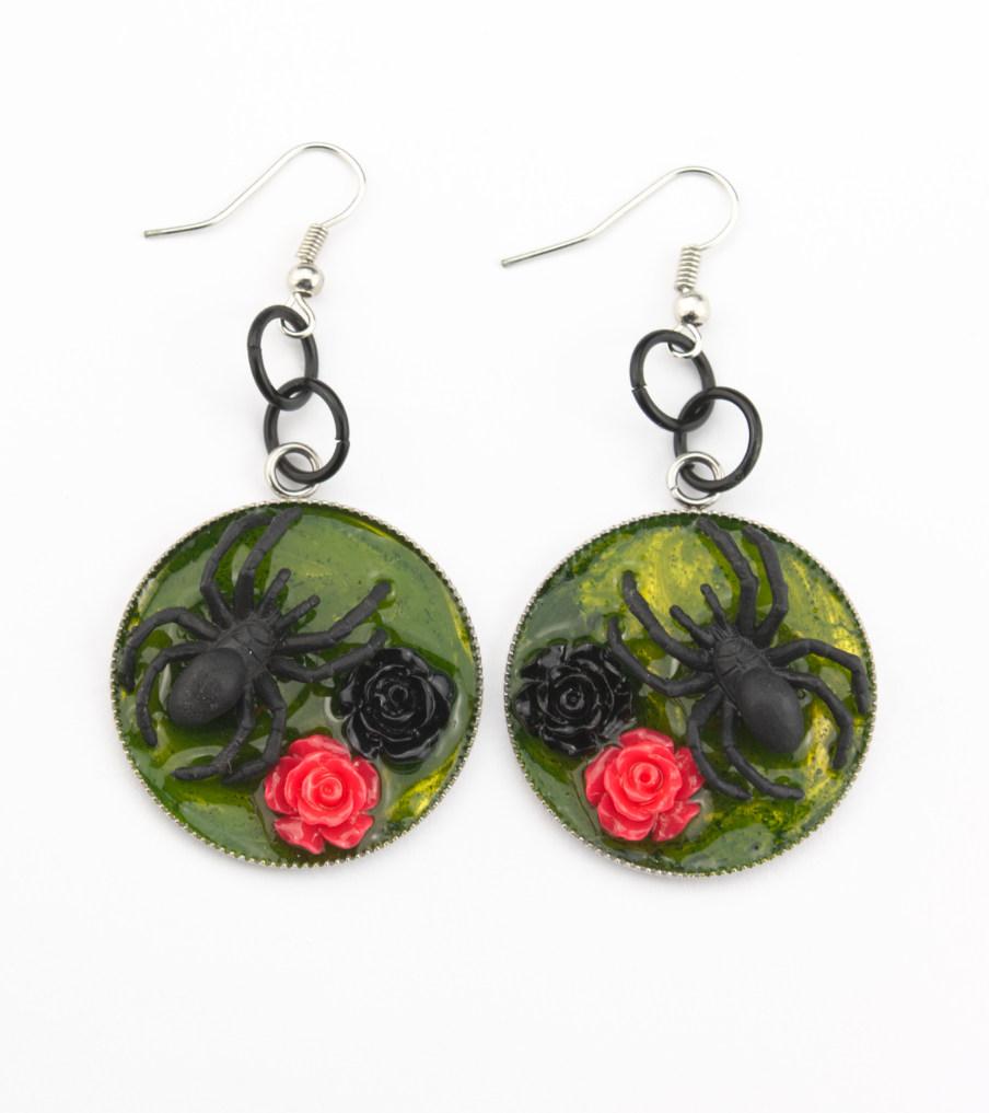 Spider red roses - oorbellen | Sieraad - Belinda Brama