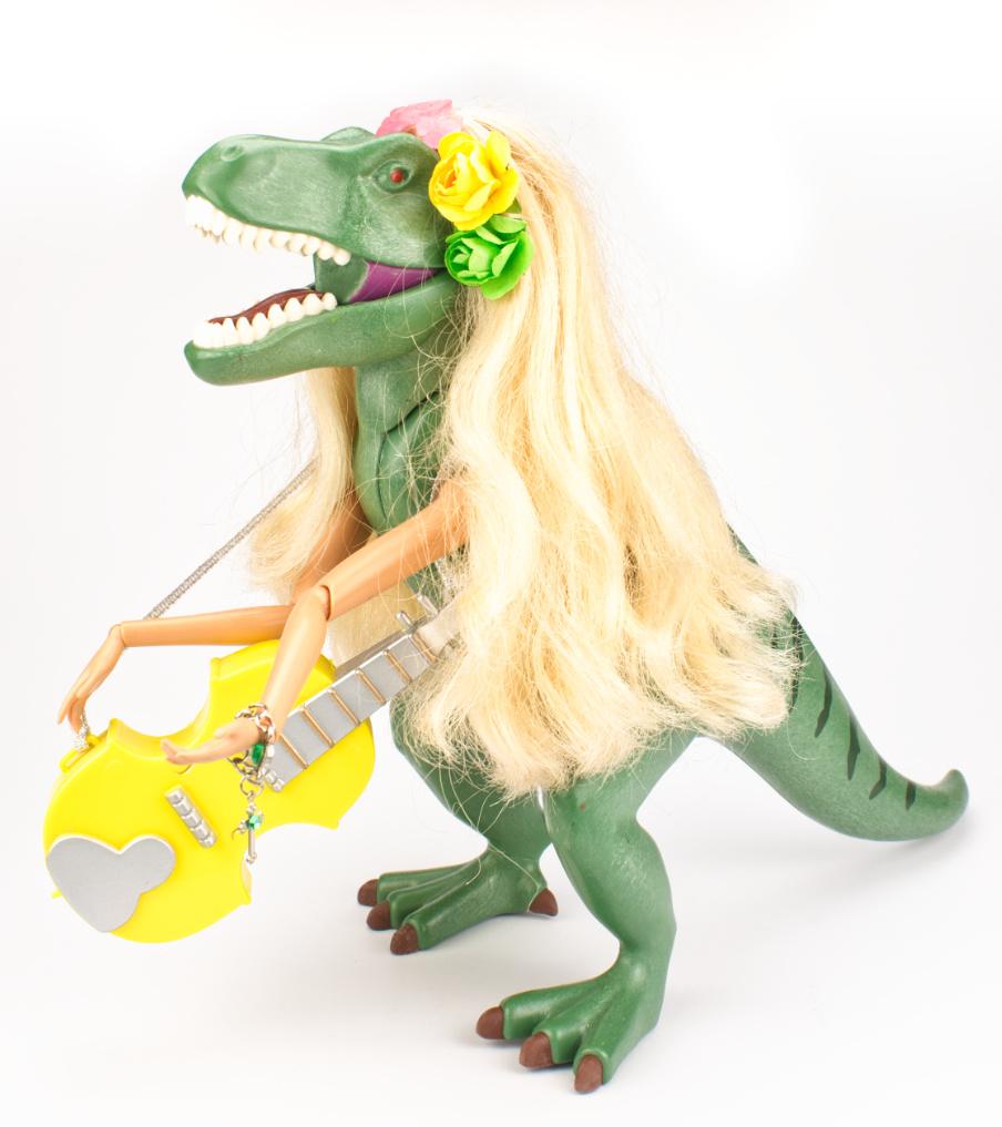 Dino guitar player - object | Sieraad - Belinda Brama