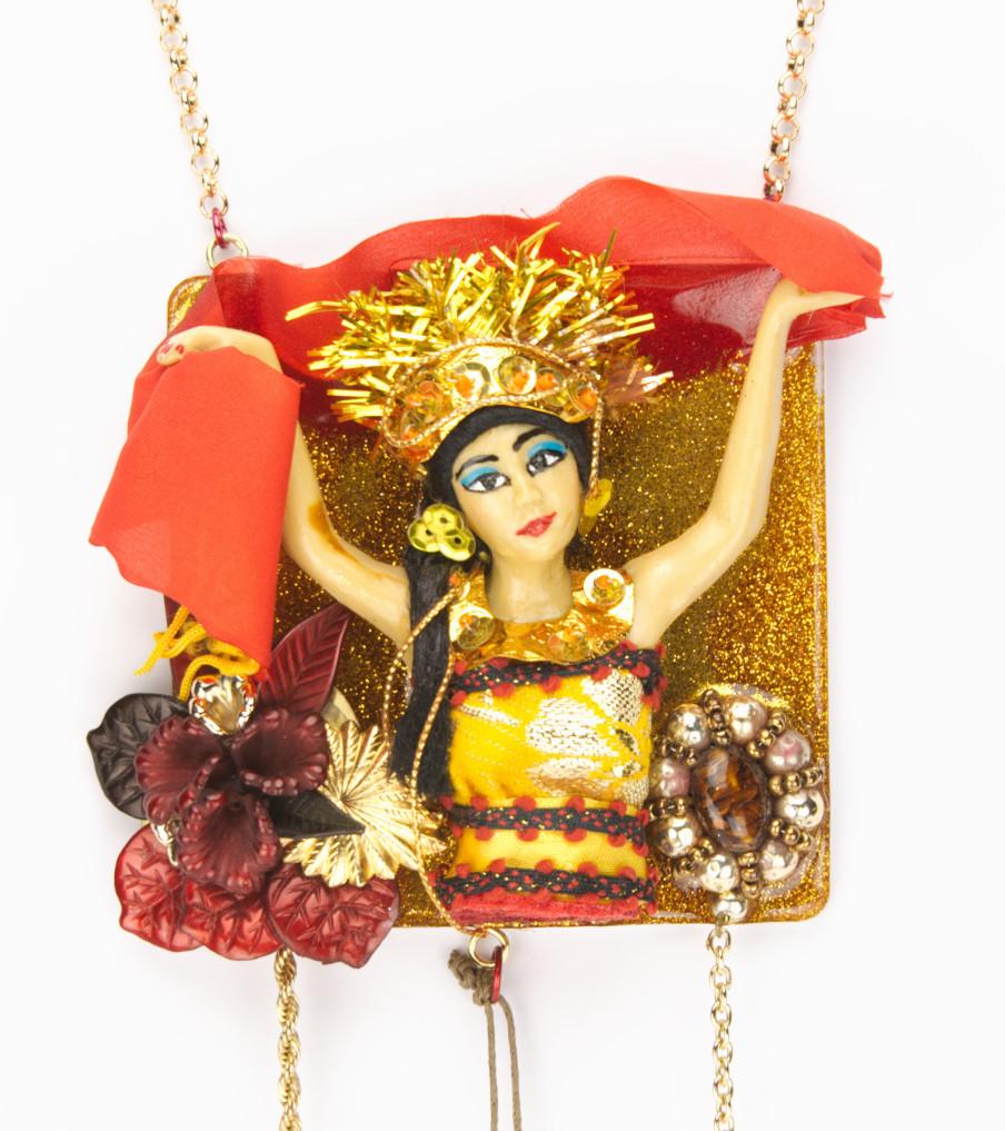 Traditional Dolls - Oleg Balie closeup - hanger | Sieraad - Belinda Brama